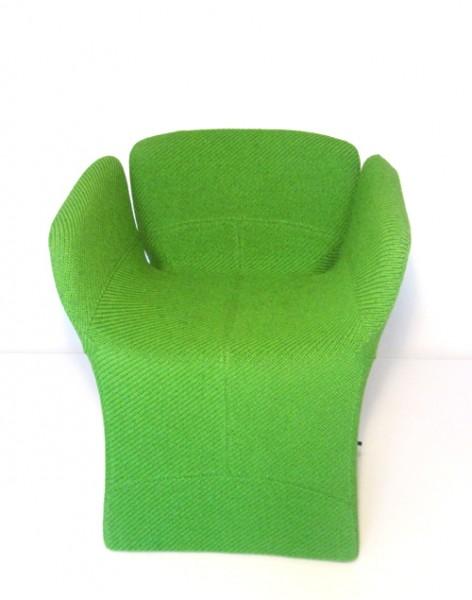 Sessel Bloomy von Moroso mit Bezugsstoff Floribund 1 A3388 grün - Ansicht von vorne
