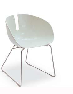 Armlehnstuhl Fjord H. von Moroso mit Kufengestell weiß/grau lackiert, Sitzschale weiß
