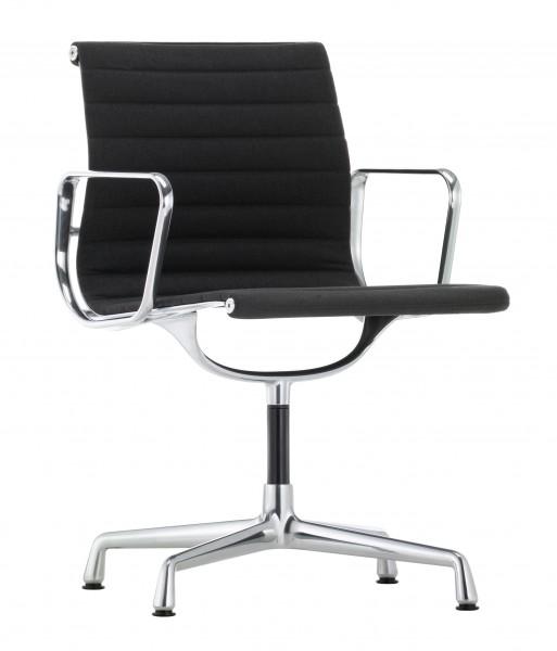 Armlehnstuhl Aluminium Chair EA 103 von Vitra, nicht drehbar, Bezug Hopsak nero/moorbraun