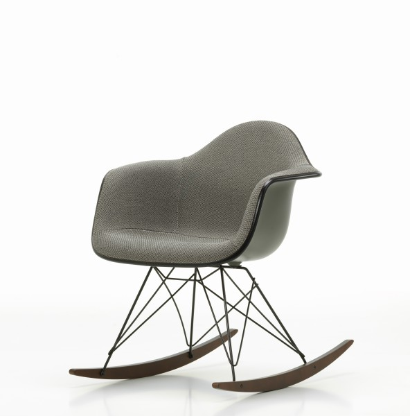 Eames Plastic Armchair RAR Vollpolsterung Credo perlmutt/schwarz, Schale basalt Vitra
