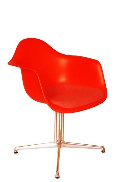 Armlehnstuhl Eames Plastic Armchair DAL Sitzpolster rot/champagner von Vitra