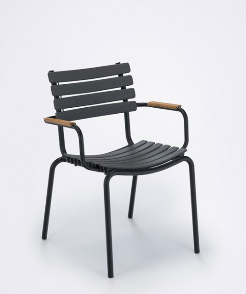 Armlehnstuhl Clips mit Holzarmlehnen Sitzschale clay Houe