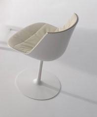 Stuhl Flow Chair von MDF Italia mit Tellerfuß in weiß glänzend lackiert, Sitzschale weiß, Bezug Oxford cremweiß (01)