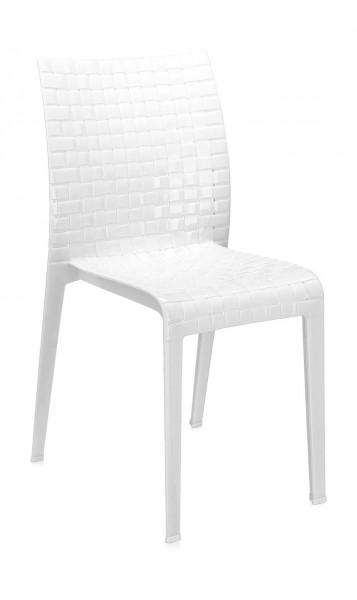 Stuhl Ami Ami von Kartell in der Ausführung deckend weiß glänzend leicht schraeg fotographiert