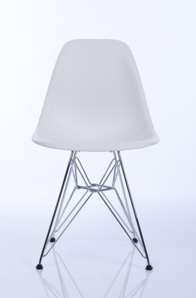 Stuhl Eames Plastic Side Chair DSR von Vitra, Sitzschale in der Farbe weiß, Untergestell verchromt