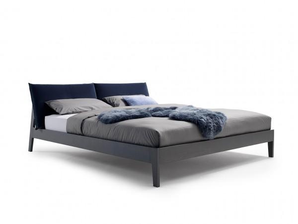 Bett Alva leicht schraeg gestellt von Möller Design
