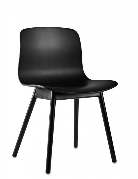 Stuhl AAC 12 von HAY, Sitzschale schwarz, Gestell Eiche schwarz gebeitzt