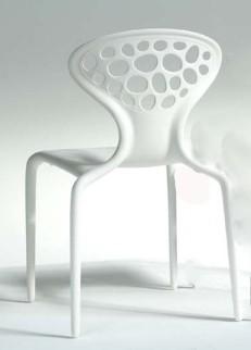 Stuhl Supernatural mit Löchern von Moroso in der Farbe weiß (RAL 9010)