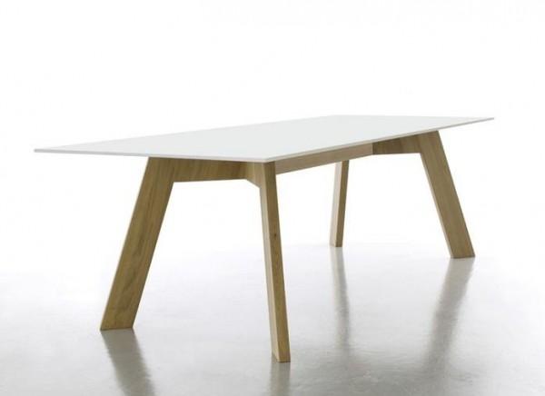 Tisch Y-WOMAN von Conmoto, mit einem massivem Eichenholzunterbau, Tischplatte weiß