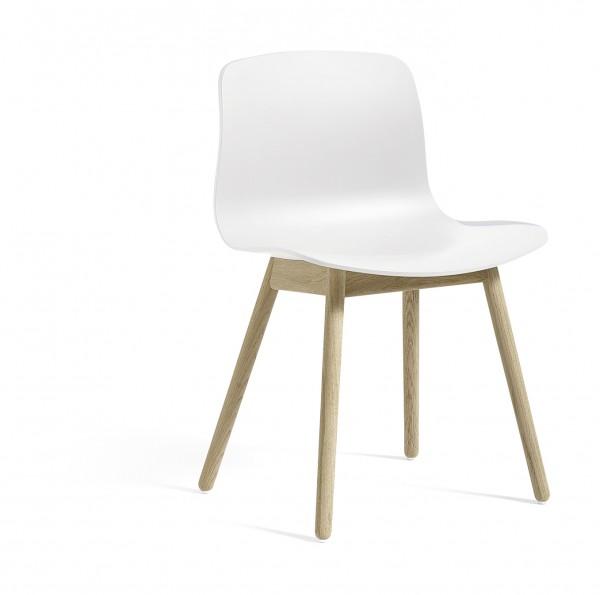 Stuhl About a Chair AAC 12 Sitzschale weiß Gestell Eiche geseift Hay