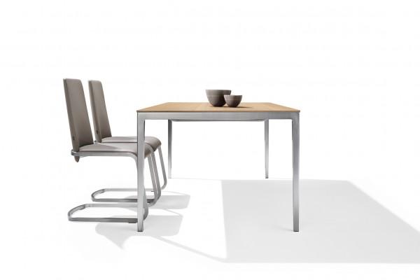 Imagebild Tak Tisch mit Metallfuß Edelstahl Finish Tischplatte Eiche Weißöl Team 7 Seitenansicht
