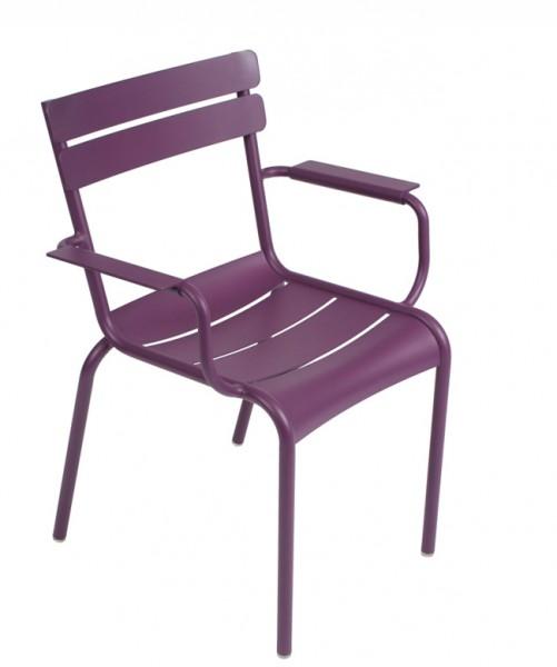 Armlehnstuhl / Sessel Luxembourg in der Farbe aubergine von Fermob