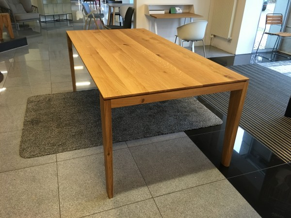 Tisch Thordal von Terra natura Eiche astig Oberfläche geölt