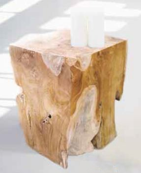 Hocker Block von Jan Kurtz - als Beistelltisch mit zwei Kerzen verwendet