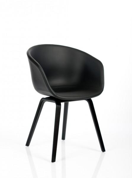 Stuhl About a Chair AAC23 von Hay, Sitzschale und Gestell schwarz, Polster Leder Sierra Si 1001 black