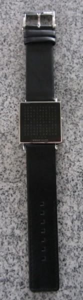 Armbanduhr QLOCKTWO W von Biegert und Funk, Ausführung Edelstahl gebürstet