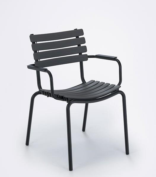 Armlehnstuhl Clips mit Aluminium Armlehnen Sitzschale clay von Houe