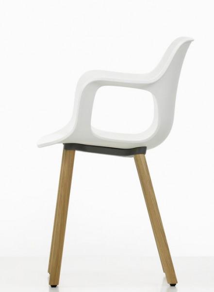 HAL Armchair Wood von Vitra, Sitzschale weiß, Untergestell Eiche massiv hell - Seitenansicht
