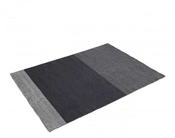 Teppich Varjo Rug Farbe dunkelgrau 170 x 240 cm von Muuto