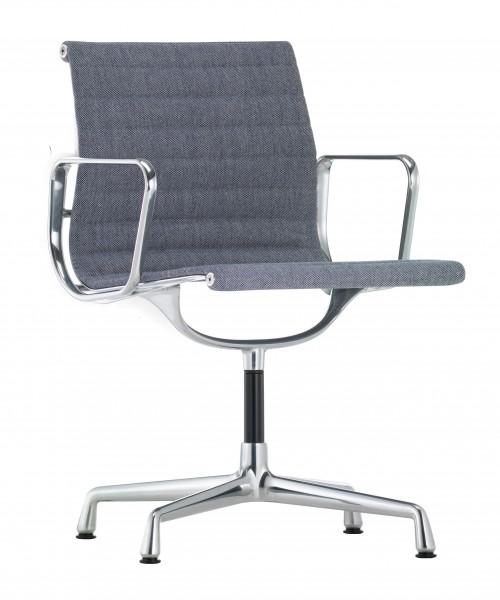 Drehstuhl Aluminium Chair EA 104 von Vitra, Sitzbezug Hopsak (74) dunkelblau/elfenbein, Untergestell poliert